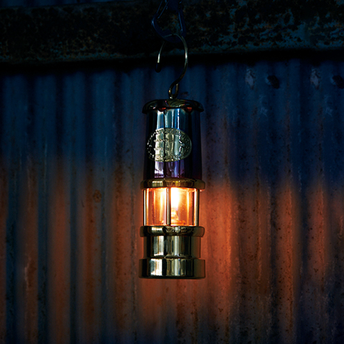 ウェールズの炭鉱で使われていたランプが美しくよみがえった