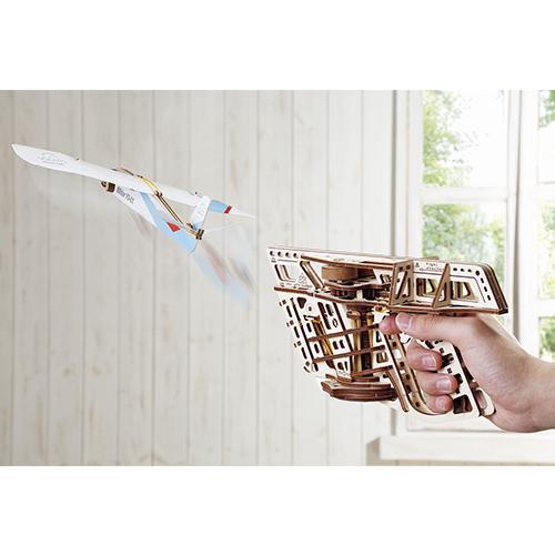 遊べる木製組み立て模型「フライトスターター」