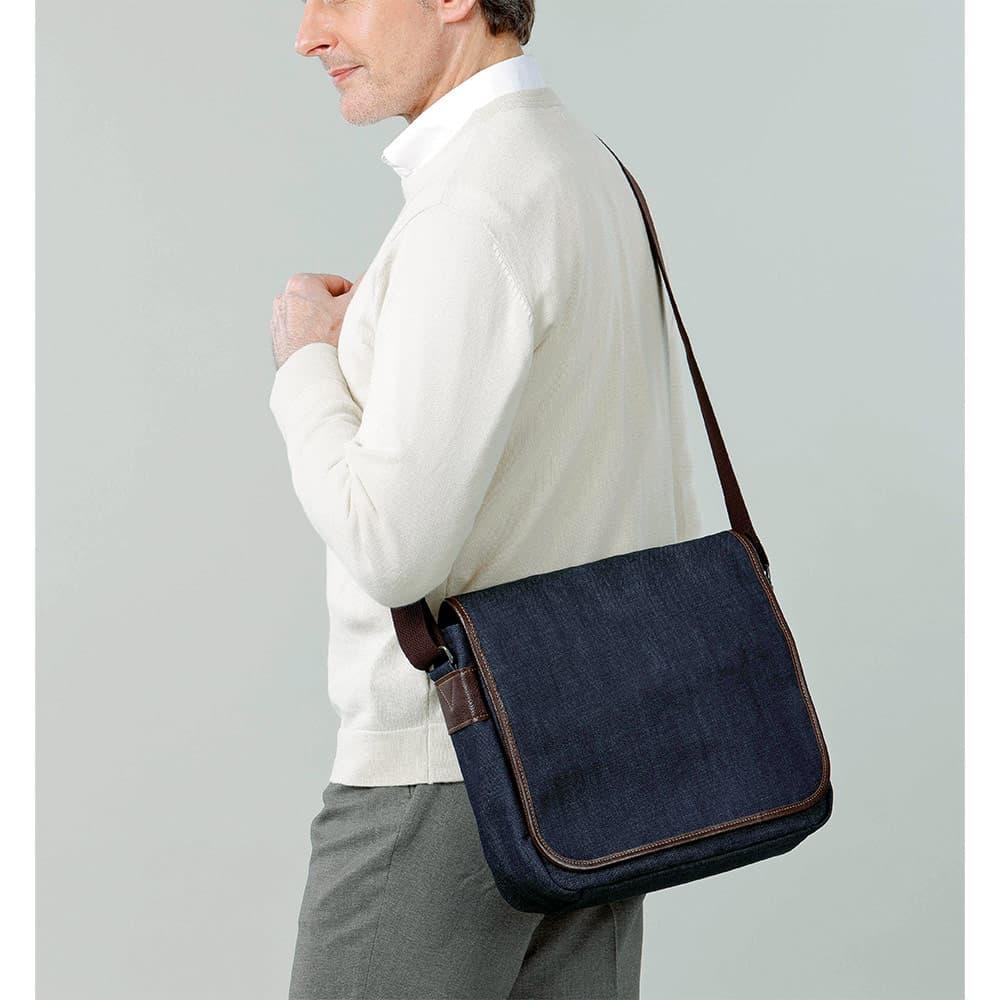 岡山デニムのフラップショルダーバッグ