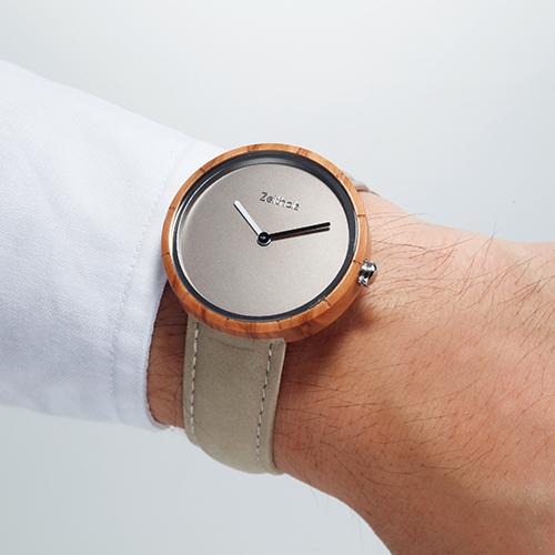 木と革の腕時計
