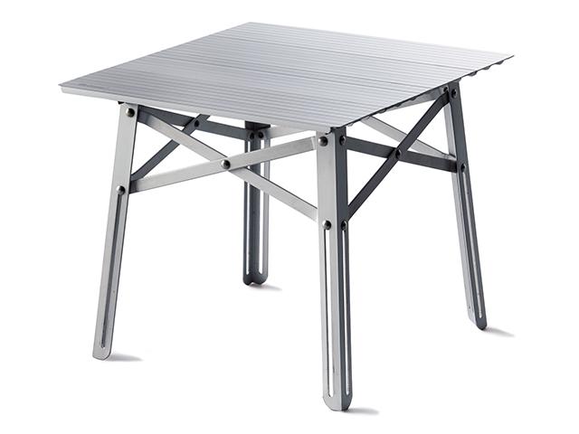 天板に支柱入りだから安定感抜群!<br>高さのある折り畳みテーブル